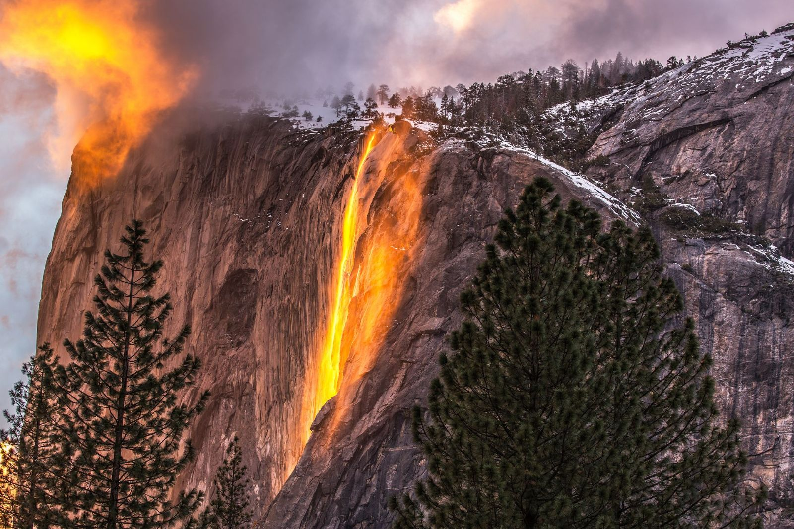 The fantastic wonder of Horsetail Fall in early Spring months