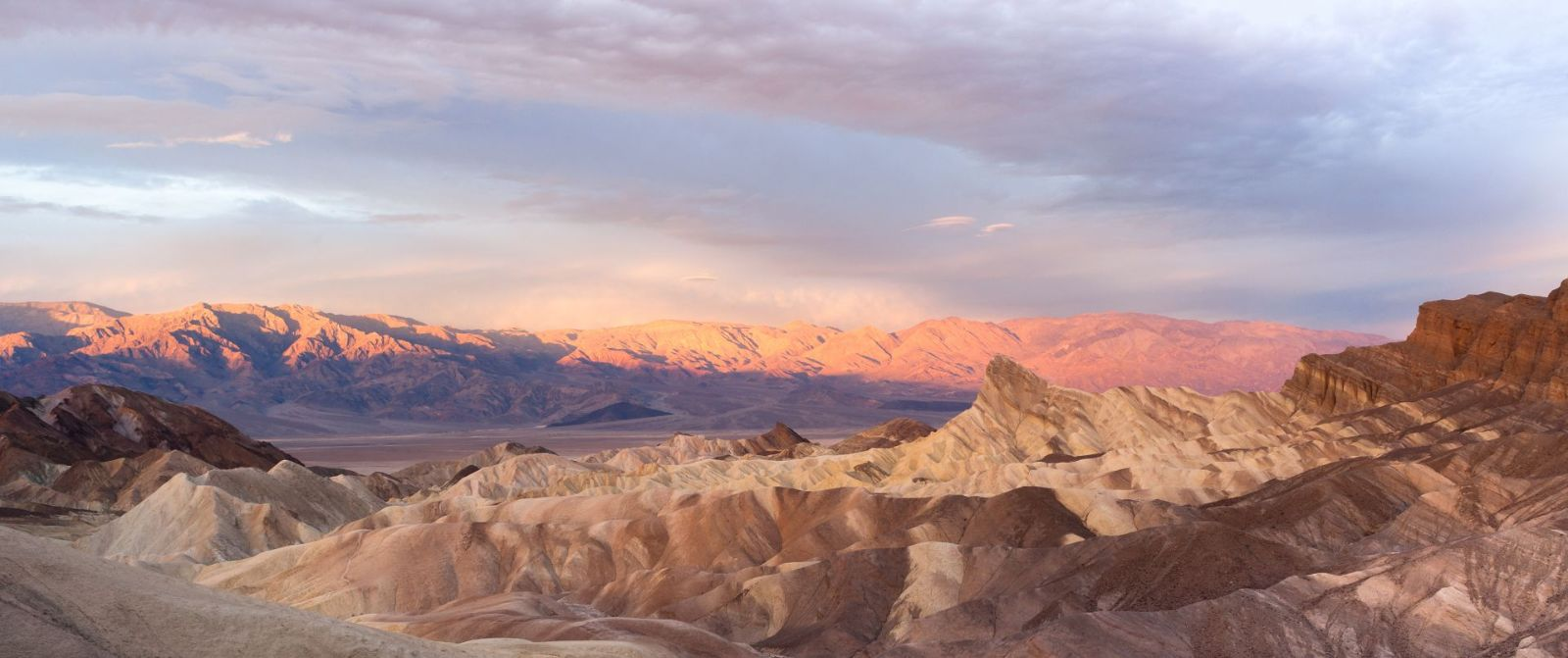 DRamatic sunrise at Death Valley
